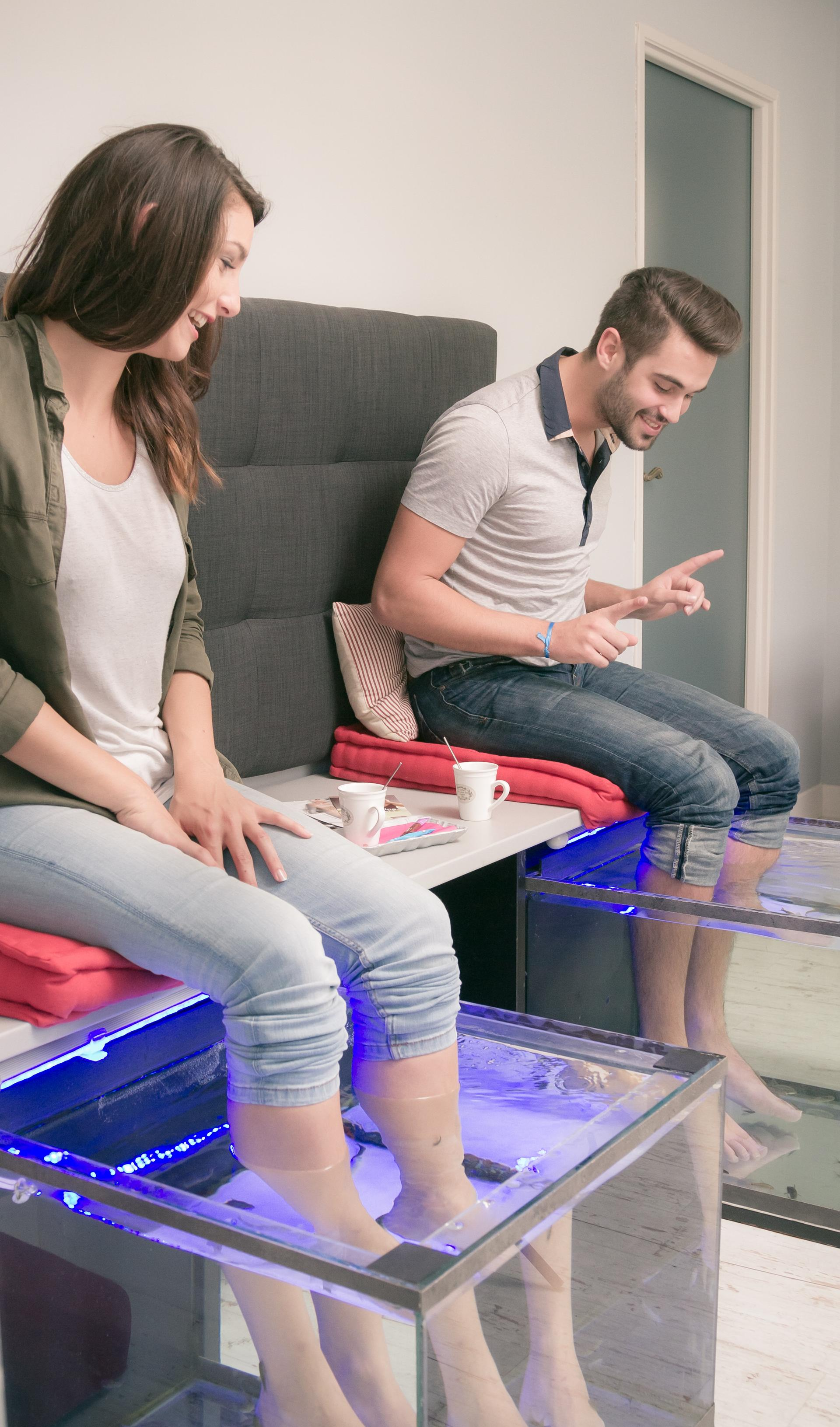fish spa la s ance de 25 mn modelage des pieds en duo. Black Bedroom Furniture Sets. Home Design Ideas